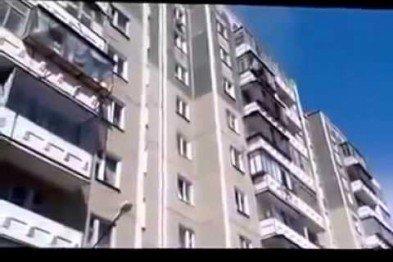 В Кривом Роге: мужчина выпал из окна, заканчивается реконструкция дороги через КРЭСовскую дамбу, криворожане блокируют Крым, фото-1
