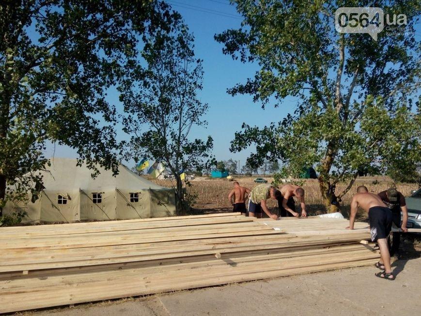 В Кривом Роге: мужчина выпал из окна, заканчивается реконструкция дороги через КРЭСовскую дамбу, криворожане блокируют Крым (фото) - фото 3
