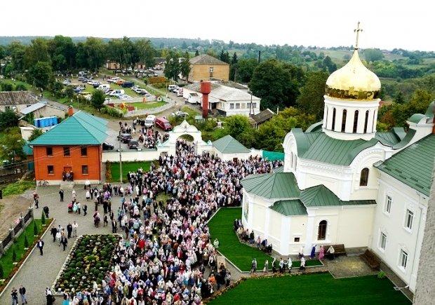 У день Різдва Богородиці Городищенський чоловічий монастир прийняв вірян із усієї області (Фото), фото-2