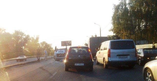 В Запорожье на Набережной перевернулся автомобиль, - фото (фото) - фото 1