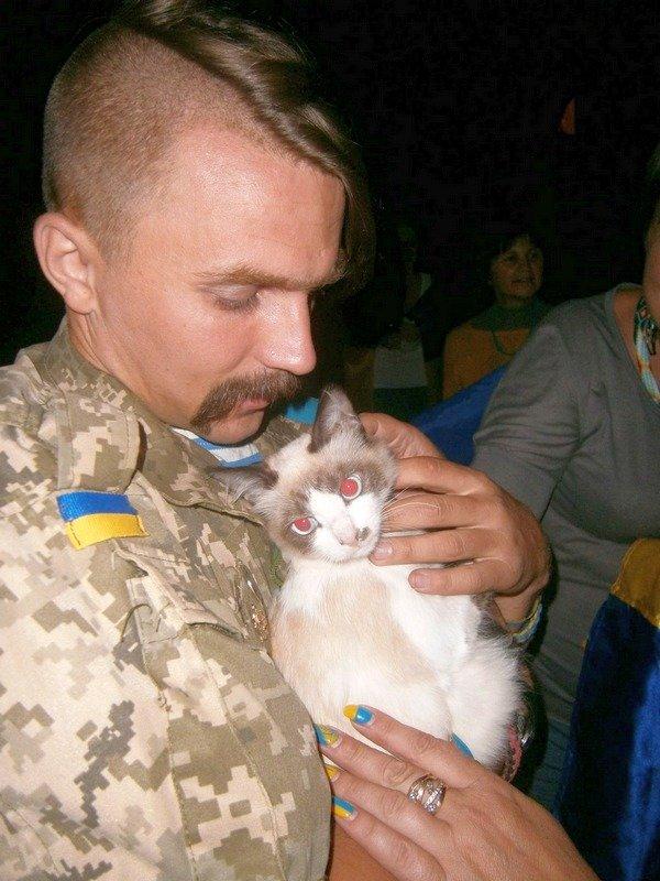 Николаев встретил легендарную 79-ку, целый год находившуюся в АТО (ФОТО) (фото) - фото 1