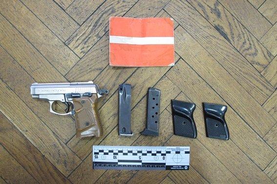 В квартире киевлянина милиция обнаружила арсенал оружия (ФОТО) (фото) - фото 1