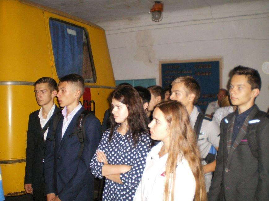 Наша служба и опасна и трудна: димитровские спасатели поведали школьникам и безработным о своей работе (фото) - фото 2