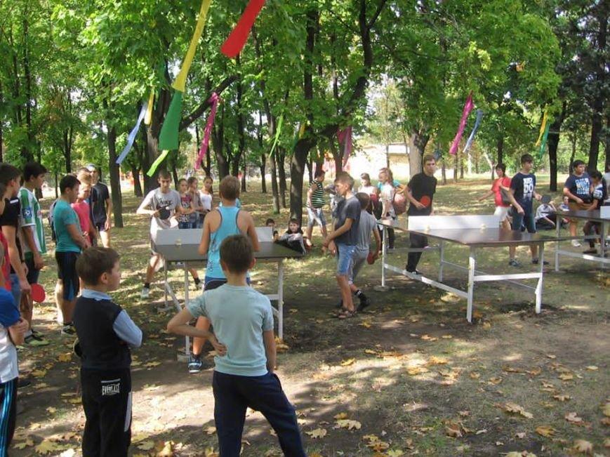 В сквере пос.Новодонецкое установлены 5 столов для пинг-понга (ФОТО), фото-1
