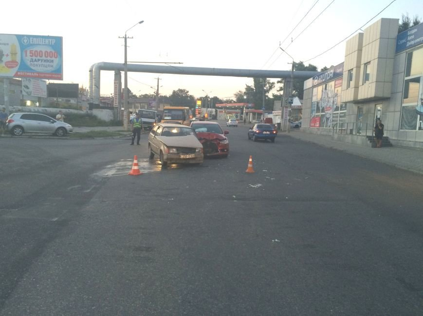 ДТП в Днепропетровске: столкнулись «Mitsubishi Lancer» и «Таврия» (ФОТО), фото-3