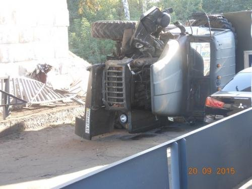 На Сумщине, избежав столкновения с легковушкой, перевернулся грузовик (ФОТО), фото-4