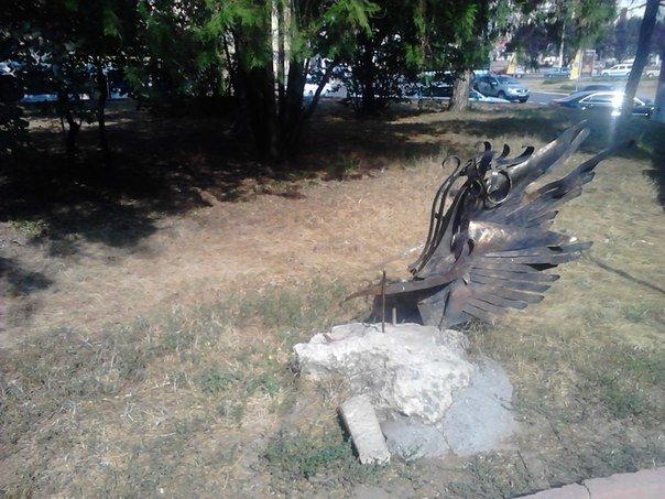 Из симферопольского сквера Дыбенко «угнали» кованый байк (ФОТОФАКТ) (фото) - фото 1