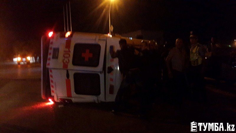 В результате аварии в Актау перевернулся автомобиль «скорой» помощи (фото) (фото) - фото 7