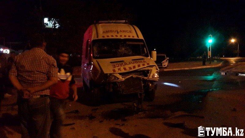 В результате аварии в Актау перевернулся автомобиль «скорой» помощи (фото) (фото) - фото 9