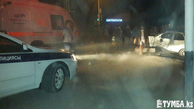 В результате аварии в Актау перевернулся автомобиль «скорой» помощи (фото) (фото) - фото 11