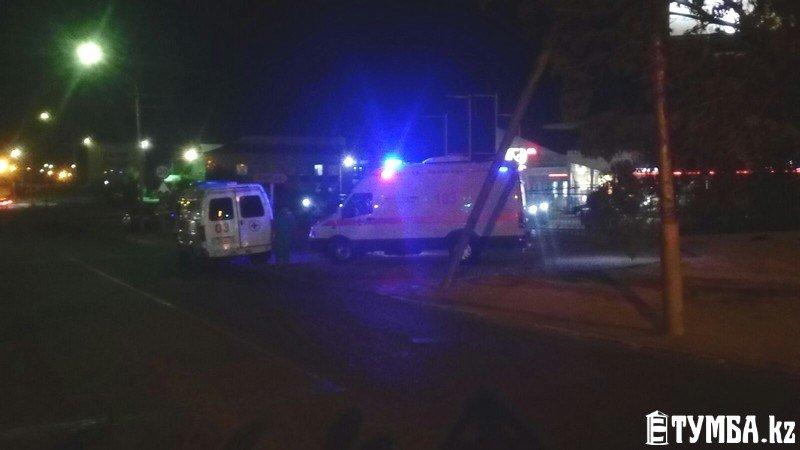 В результате аварии в Актау перевернулся автомобиль «скорой» помощи (фото) (фото) - фото 5