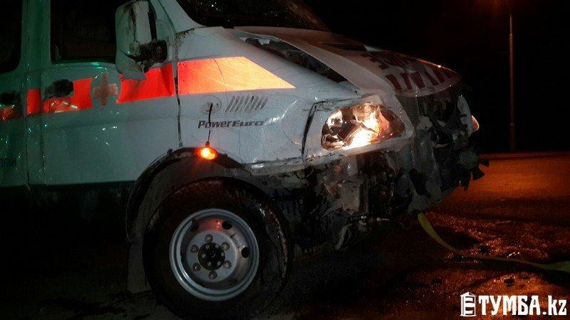 В результате аварии в Актау перевернулся автомобиль «скорой» помощи (фото) (фото) - фото 12