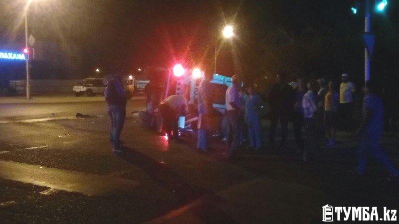 В результате аварии в Актау перевернулся автомобиль «скорой» помощи (фото) (фото) - фото 3