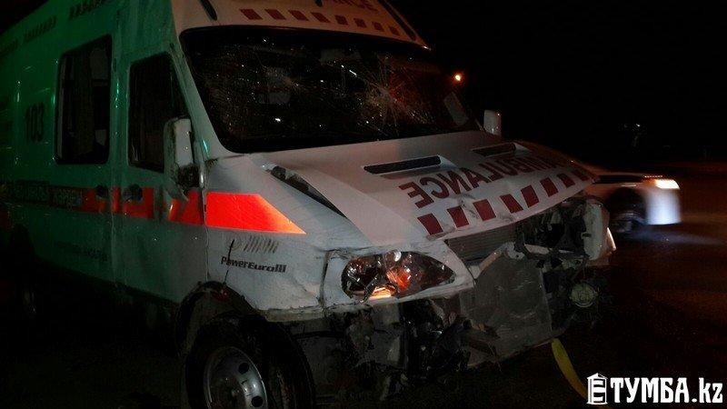 В результате аварии в Актау перевернулся автомобиль «скорой» помощи (фото) (фото) - фото 13