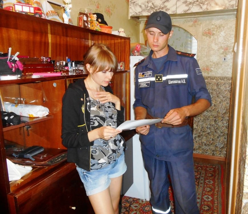 Ольшанка: спасатели напомнили гражданам, что в пожароопасный период необходимо быть осторожными в обращении с огнем (ФОТО) (фото) - фото 1