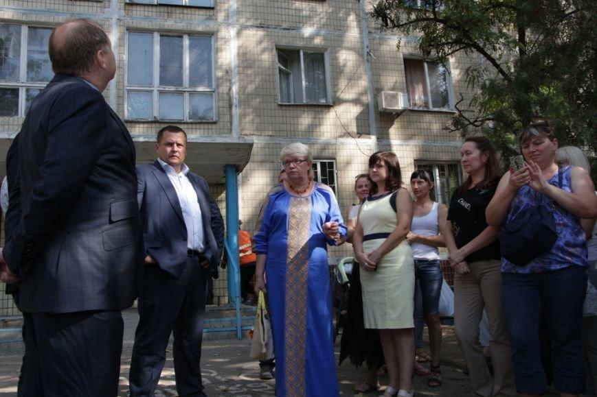 Парламентская комиссия, возглавляемая Борисом Филатовым, занялась решением проблем днепропетровских общежитий (фото) - фото 1