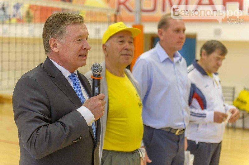 Заводские ветераны  защитили спортивную честь Полевского. Фоторепортаж (фото) - фото 1