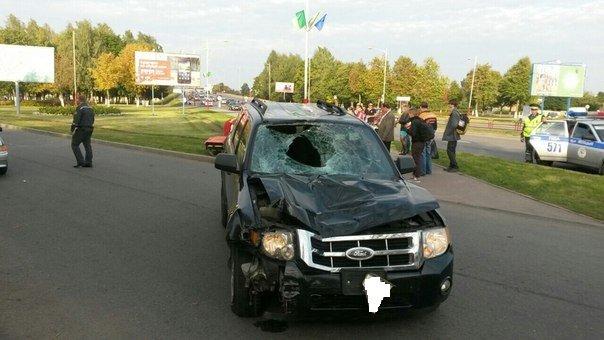 В Лиде пьяный водитель сбил парня и протащил его 10 метров на капоте (фото) - фото 1
