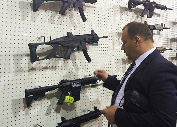 Хмельницькі міліціонери відвідали виставку зброї  у Києві (Фото) (фото) - фото 2