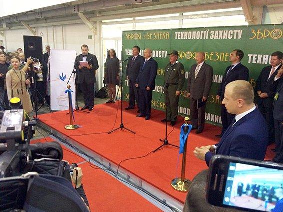 Хмельницькі міліціонери відвідали виставку зброї  у Києві (Фото) (фото) - фото 3