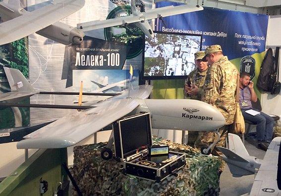 Хмельницькі міліціонери відвідали виставку зброї  у Києві (Фото) (фото) - фото 1