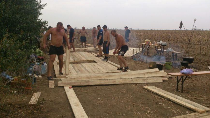 Криворожские активисты, участвующие в блокаде Крыма, проводят электричество к палаточному лагерю и готовятся к ротации (ФОТО), фото-8