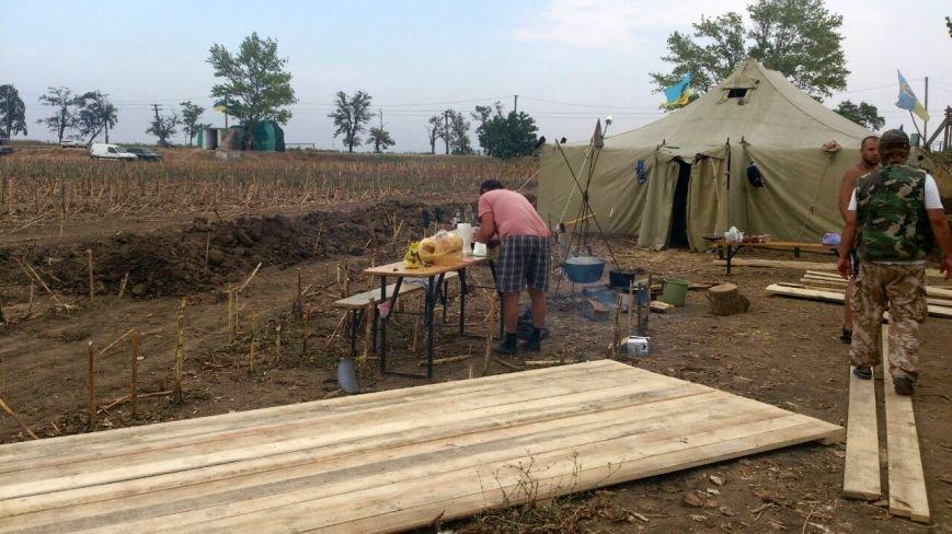 Криворожские активисты, участвующие в блокаде Крыма, проводят электричество к палаточному лагерю и готовятся к ротации (ФОТО), фото-10