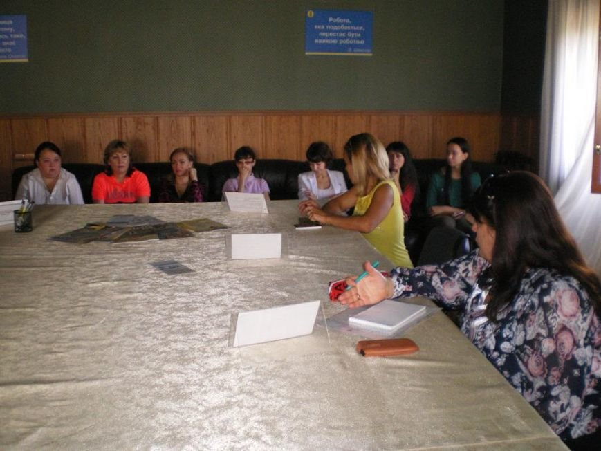 Более всего жителей Димитрова волнуют вопросы оформления и перерасчета субсидии, вакцинации детей и оформления наследства (фото) - фото 1
