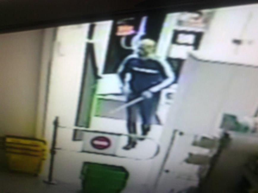 Милиция разыскивает неизвестных, обокравших ломбард в Днепродзержинске (фото) - фото 2