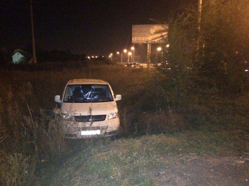 ДТП в Днепропетровске: столкнулись Volkswagen и ЗАЗ (ФОТО) (фото) - фото 1