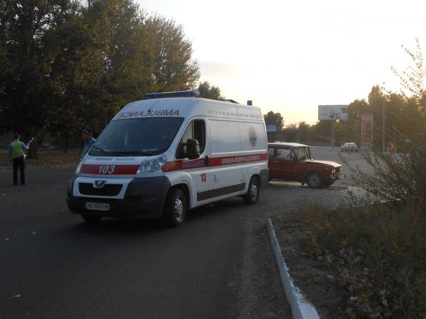 На левобережье Днепродзержинска возле съезда с моста произошло ДТП (фото) - фото 1