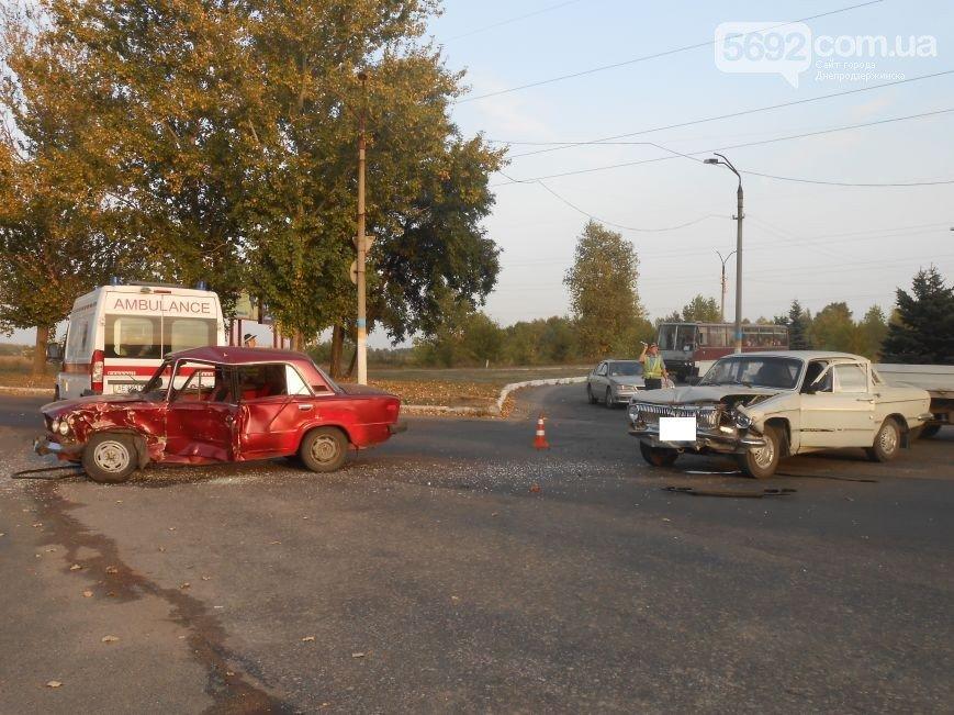 На левобережье Днепродзержинска возле съезда с моста произошло ДТП (фото) - фото 3