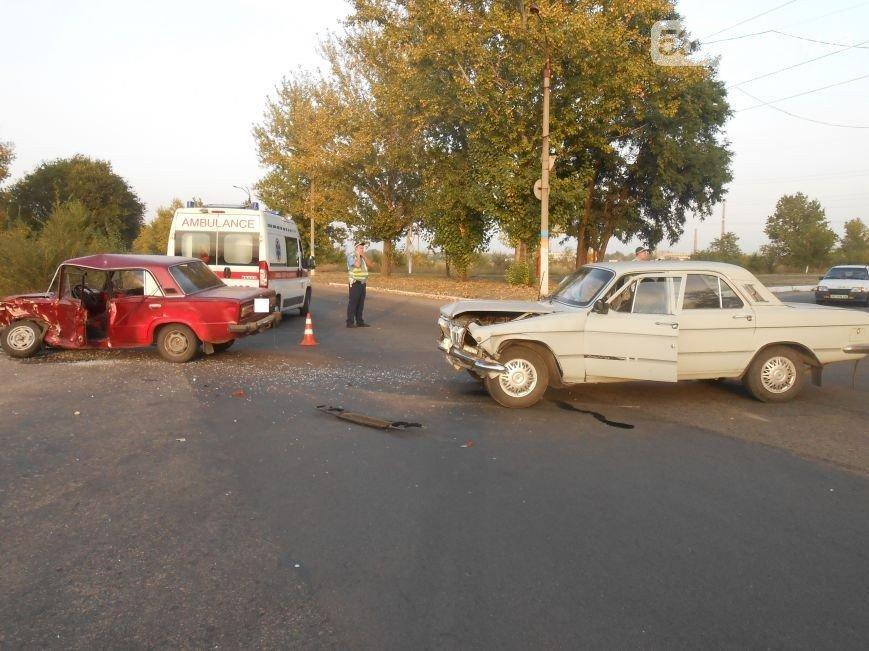 На левобережье Днепродзержинска возле съезда с моста произошло ДТП (фото) - фото 2