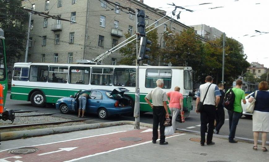 Из-за ДТП в центре Днепропетровска не ходил электротранспорт (ФОТО), фото-1
