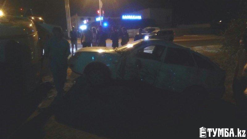 В результате аварии в Актау перевернулся автомобиль «скорой» помощи (фото) (фото) - фото 2