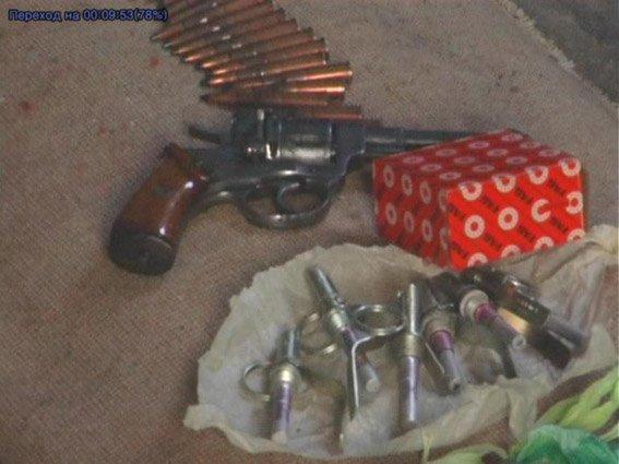 Житель Николаевщины хранил дома наркотики и арсенал оружия (ФОТО+ВИДЕО) (фото) - фото 2