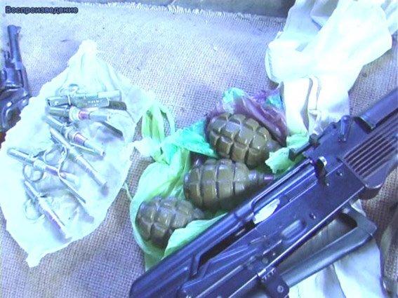 Житель Николаевщины хранил дома наркотики и арсенал оружия (ФОТО+ВИДЕО) (фото) - фото 1