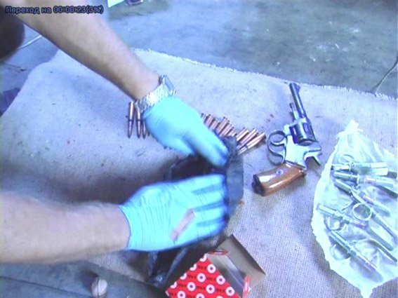 Житель Николаевщины хранил дома наркотики и арсенал оружия (ФОТО+ВИДЕО) (фото) - фото 4