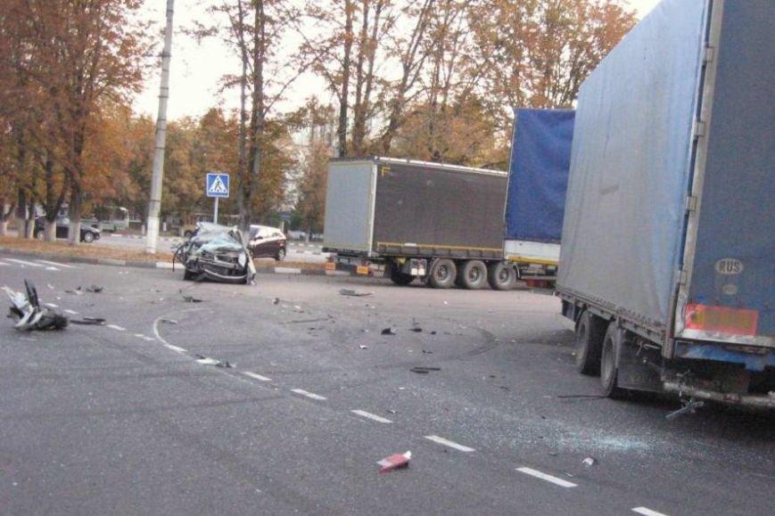 В Белгородской области в ДТП погиб водитель микроавтобуса (фото) - фото 1