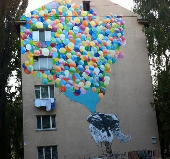 В Киеве муралу с шарами дорисовали слона (ФОТОФАКТ) (фото) - фото 1