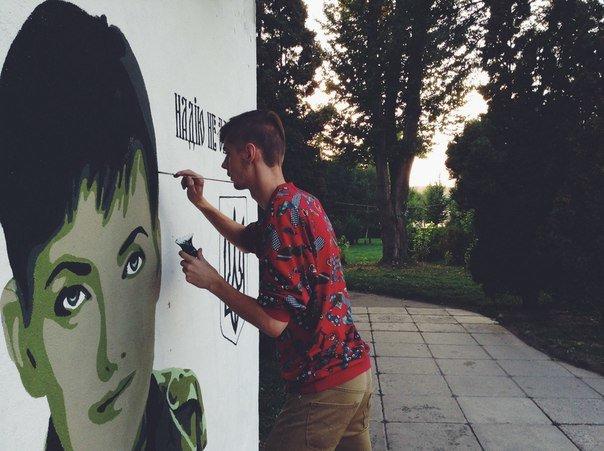 Художники, які намалювали Надію Савченко при вході в парк, вирішили не зупинятися (фото) (фото) - фото 1