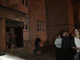Через пожежу у підвалі, мешканці багатоповерхівки по вул. Пасічна залишилися без води (ФОТО) (фото) - фото 2