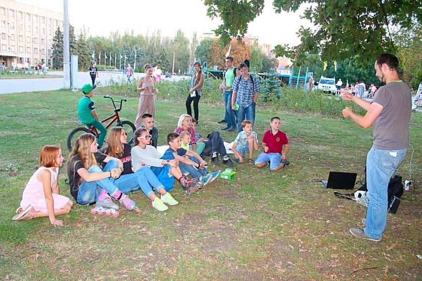 Уютный «Вечер под дубом» на Соборной площади Славянска (фото) - фото 1
