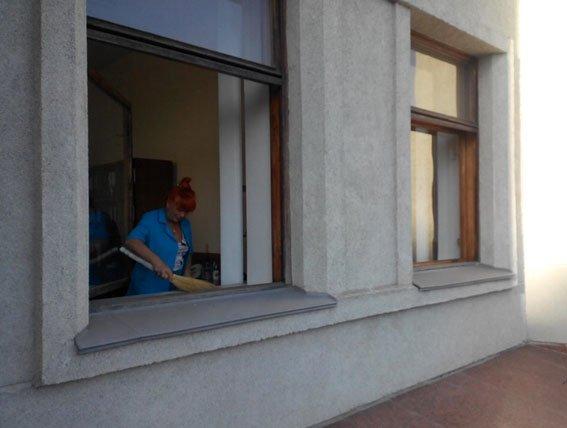 Минулої ночі 31-річний чоловік вибив вікна в будівлі Полтавської ОДА (ФОТО) (фото) - фото 3