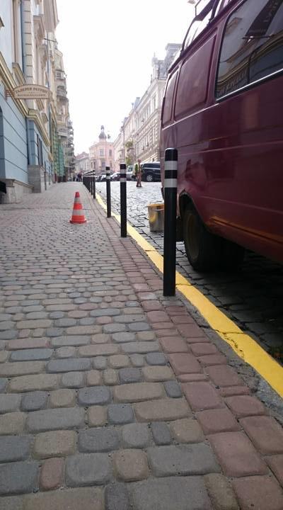 У Чернівцях наносять жовту розмітку в місцях заборони паркування (фото) - фото 1