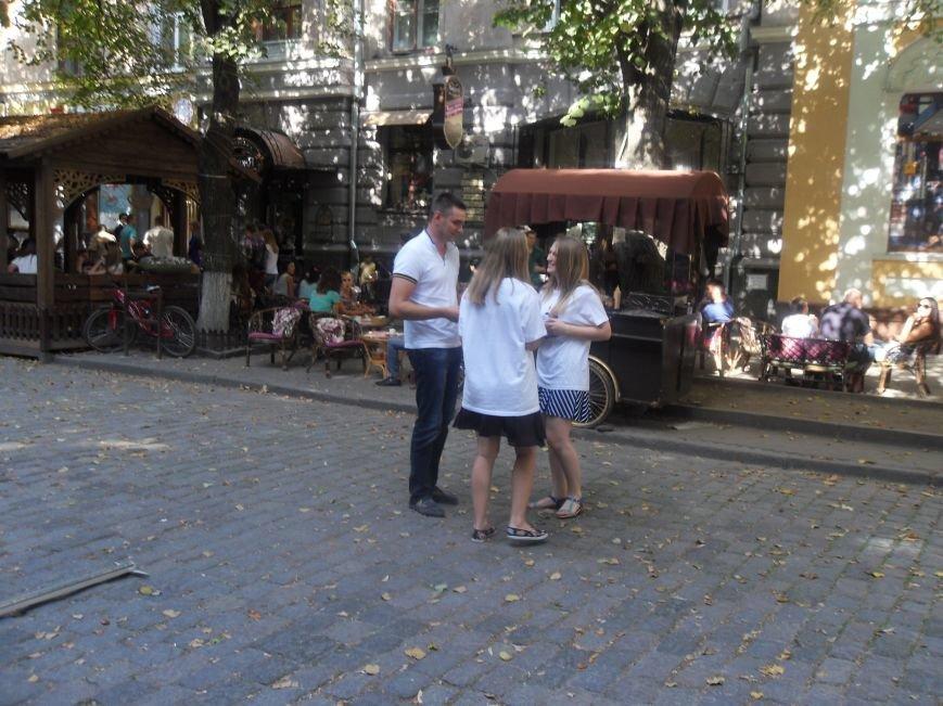 Полтавцям в центрі міста роздавали презервативи (фото) - фото 2