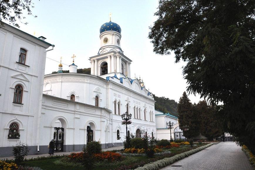11 лет назад Святогорская обитель получила статус Лавры, фото-1