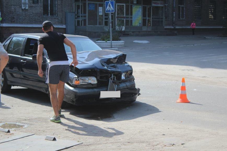 ДТП в Днепродзержинске: на перекрестке столкнулись иномарки, фото-1