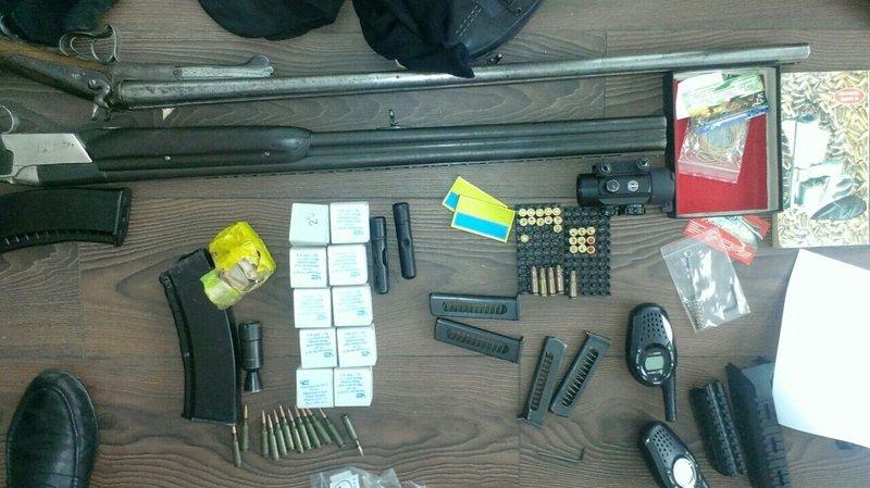 СБУ на Днепропетровщине ликвидировала нарколабораторию и заблокировала канал поступления оружия из зоны АТО (ФОТО, ВИДЕО) (фото) - фото 1
