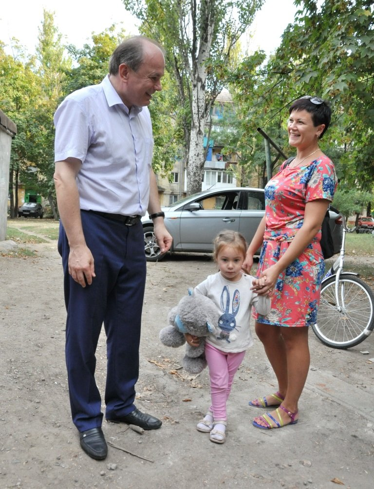 Юрий Тернавский: «Прямое общение с мариупольцами позволяет быть в курсе всех городских проблем» (фото) - фото 1